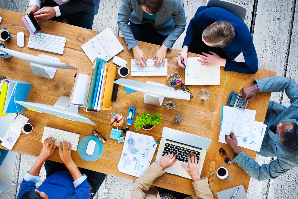 Team work / hot desk / Meeting / Graduates